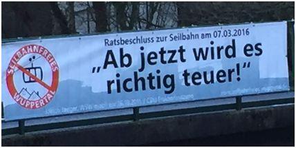Banner von Seilbahnfreies Wuppertal über der Südstraße